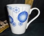Кружка новогодняя Синие шары 250 мл. Костяной фарфор Акку. 7104А